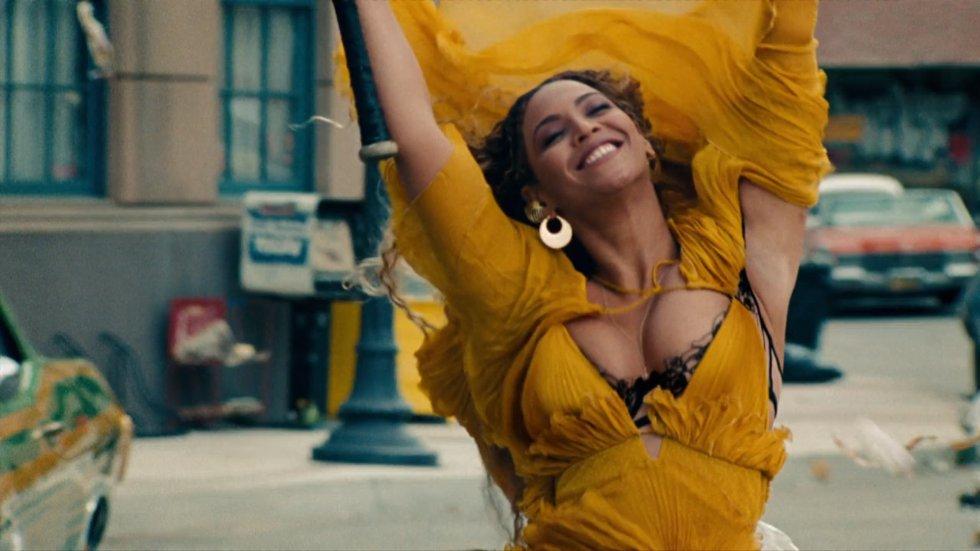 VIDEO   #Beyoncé's videoclip #HoldUp is eindelijk op #YouTube te zien! https://t.co/YhpaWorrAo https://t.co/oXiKcYbVkA