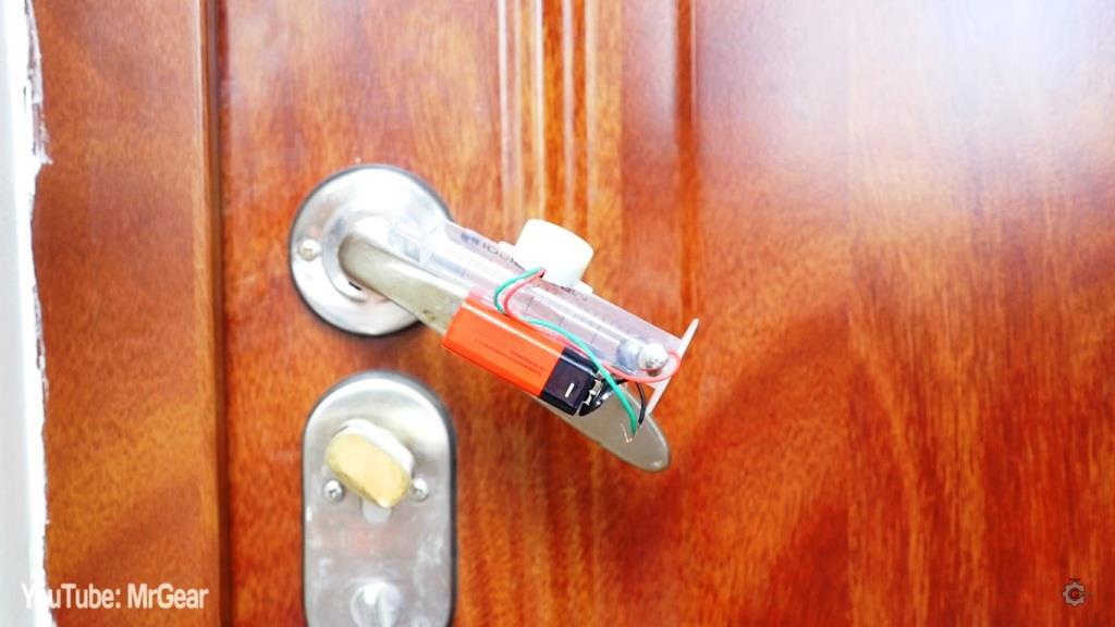 Двери своими руками из подручных средств