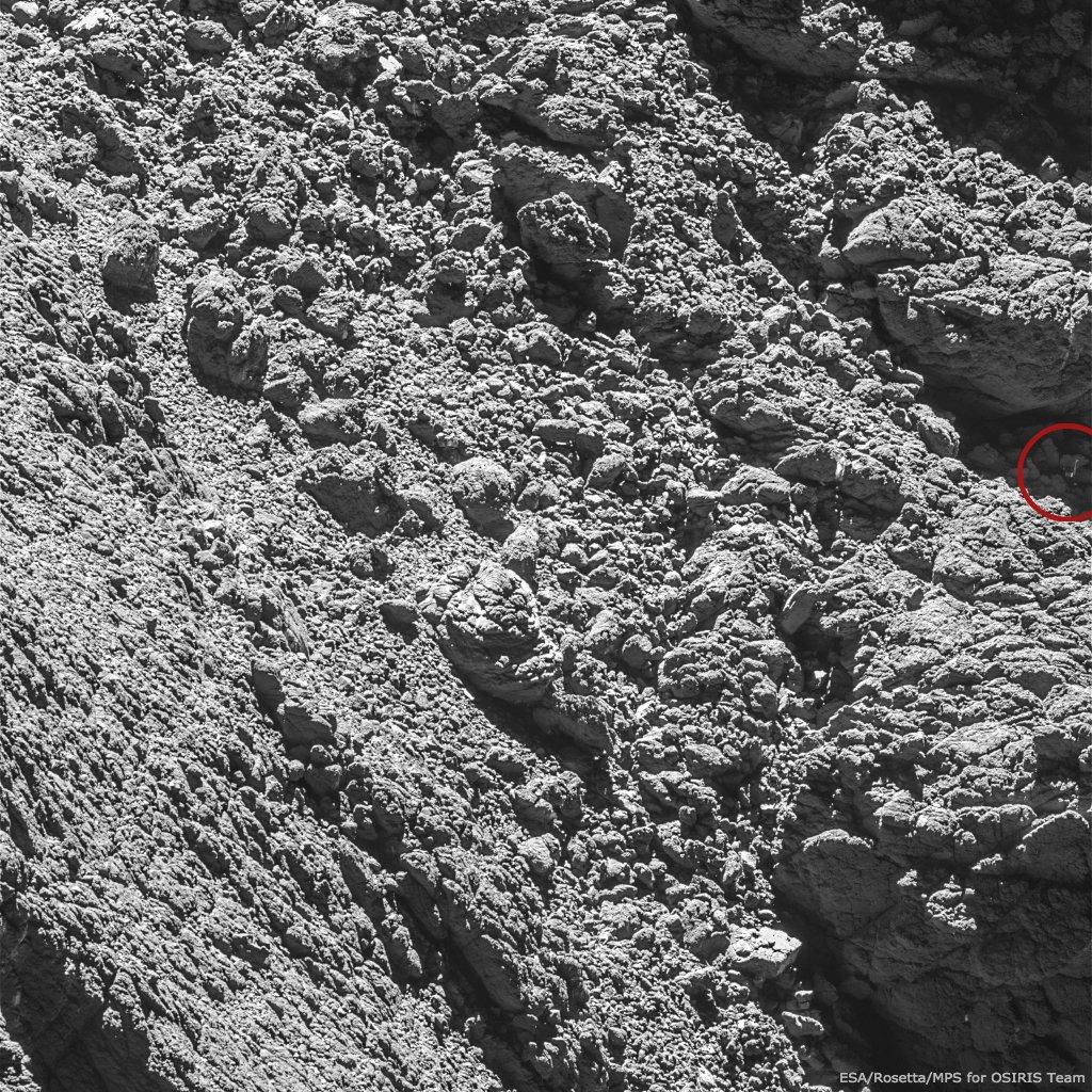 On a retrouvé Philae! @ESA_Rosetta l'a photographié sur la comète «Tchoury», au point calculé par nos ingénieurs https://t.co/49zxFP5UPj