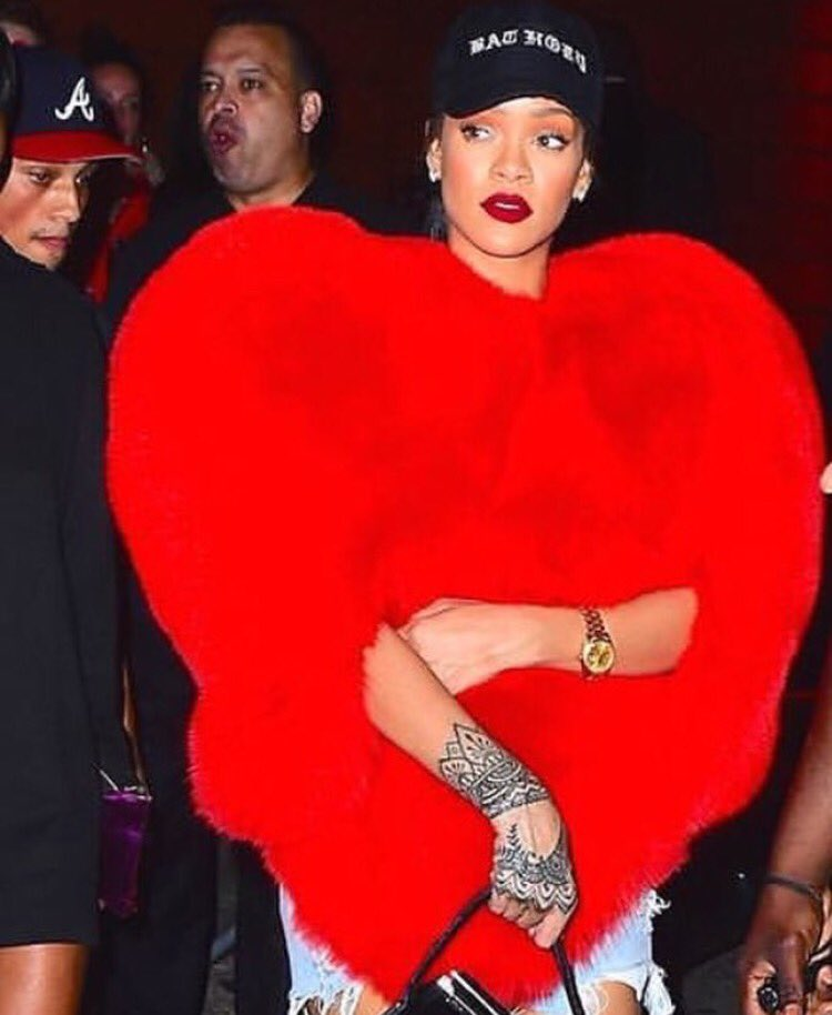I can't with this bitch!!! @rihanna for president, saint, queen, only hope humanity has to bring back life on earth https://t.co/0jynW1dcNz