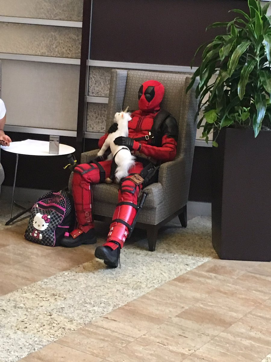 Taking a break, putting your Hello Kitty bag down & petting your unicorn like you do. #DEADPOOL #DRAGONCON https://t.co/C85VR8d7CD