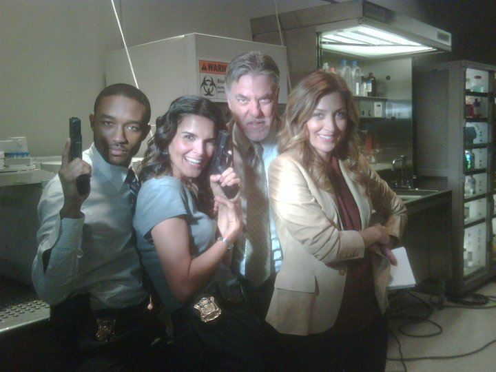 I took this pic of these guys in Season 1 on set. It's still one of my favs! #rizzoliandisles #seasonfinale https://t.co/lwcm1FPsBS