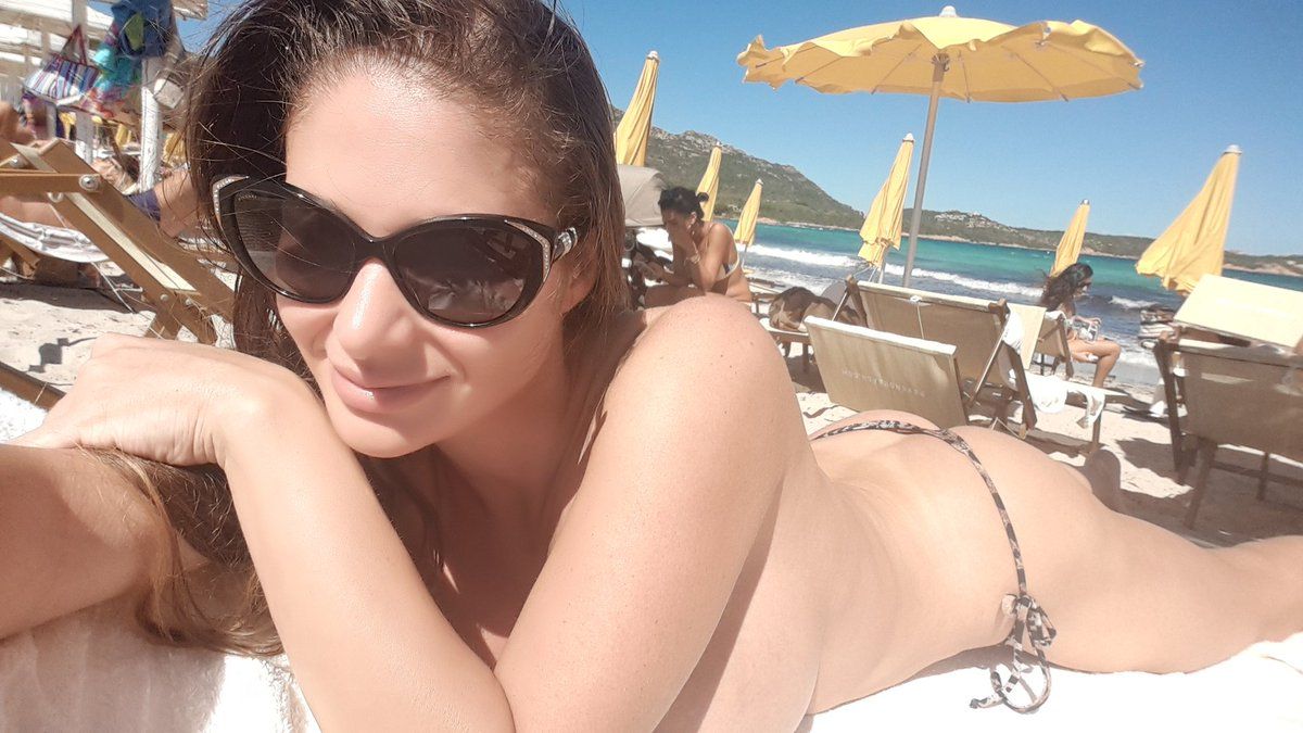 1 pic. Enjoy your day people! #beach #sun #relax #vacation #Italy 💋💋💋 E6igzPYWuX