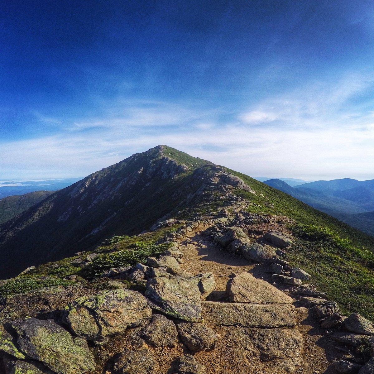 It's a long trip but hiking along the Franconia Ridge Trail NH has stunning views PC: IG's dirigoendurance. #goEast https://t.co/jVTBmrR1UZ
