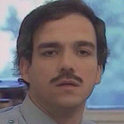 En tout cas c'est cool qu'ils aient pris Robert patoulacci pour faire Pablo escobar dans Narcos, il m'avait manqué https://t.co/JA7BTntrL8