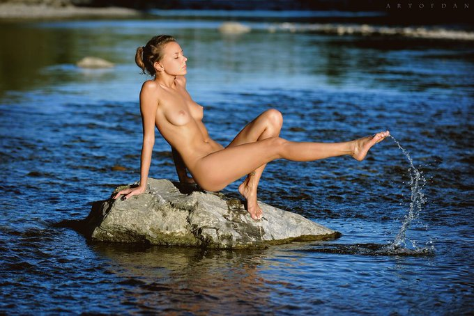 3 pic. Good morning! Some outdoor fresh pics by my friend Dani, in love with this set 😻 #artofdan #artnude