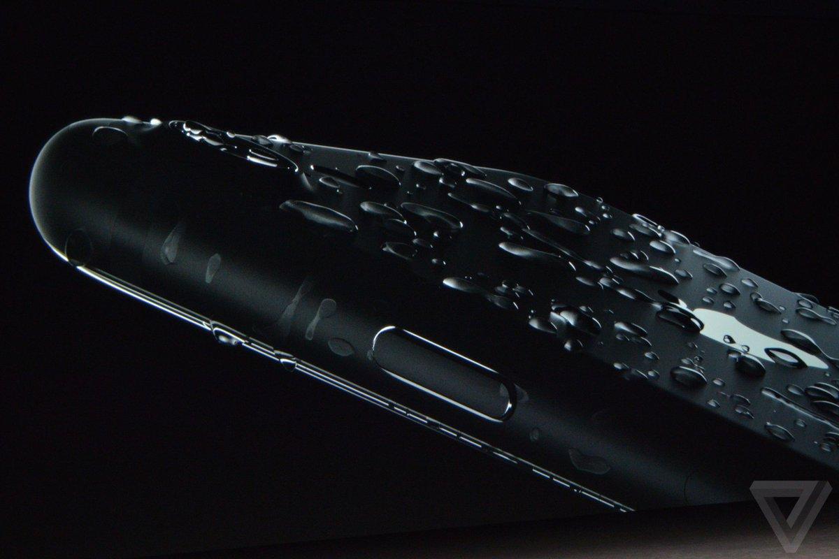 iPhone เครื่องแรกในโลกที่มีความสามารถกันน้ำกันฝุ่น IP67 #AppleEvent #iPhone7TH #iMod https://t.co/nyvDvIVx1v