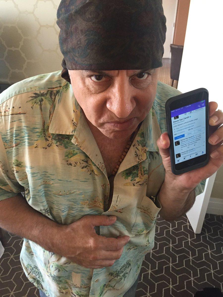 Stevie here! Taking over the WMGK Twitterverse! Right now! https://t.co/iY3NRRDXDe