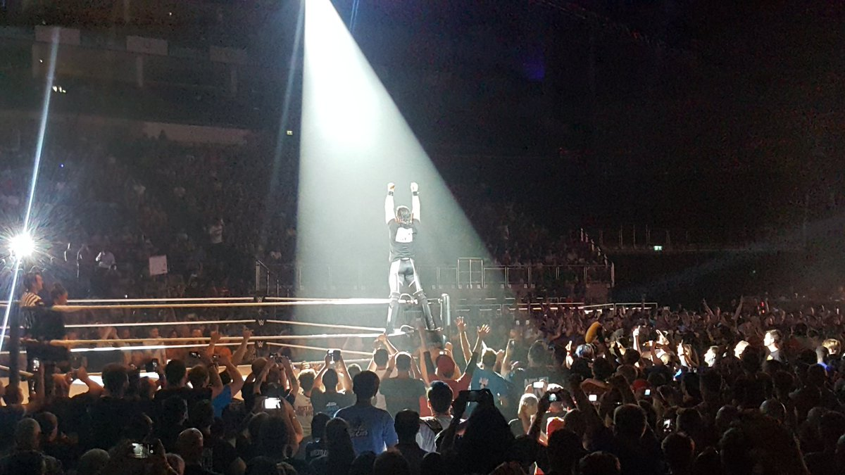 .@WWERollins; you are the man! #WWELondon https://t.co/Iwob4xAfK0