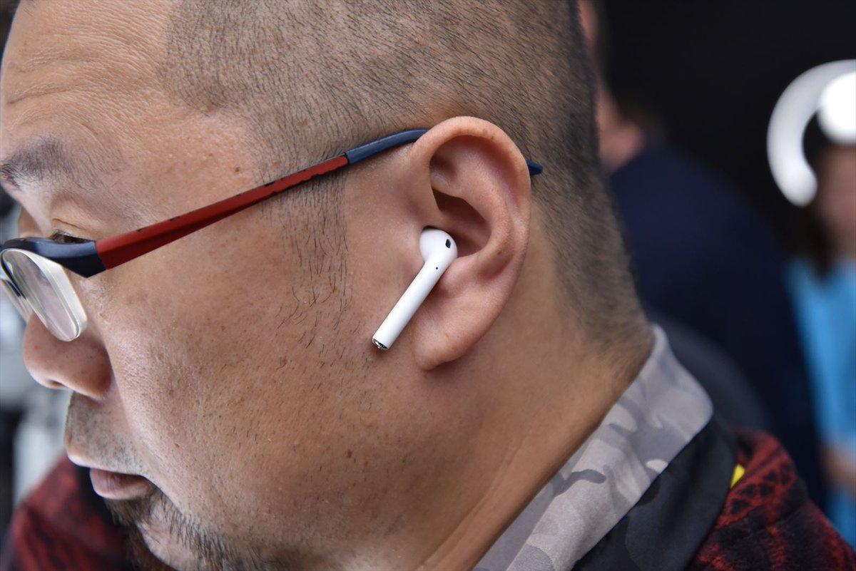 アップルが発表した完全ワイヤレスイヤホン「AirPods」の実機写真です。これはよさそう……。 https://t.co/aYTL3zaI7W