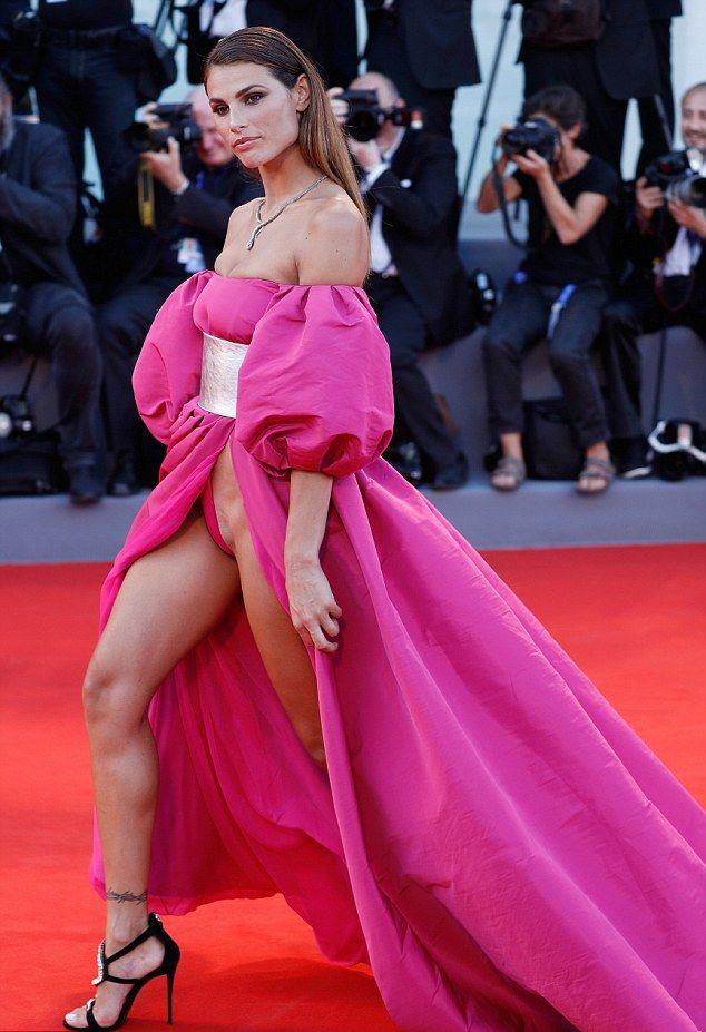 Фото звезд под платьем