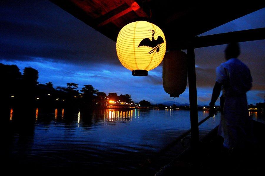 星空カフェや宙ネイルのワークショップ、宇宙モチーフの雑貨などが集まる野外イベント『宙フェス』が10月9日、京都・嵐山で開催。今年は屋形船に揺られながら、星空を眺めることができる体験も。https://t.co/wUOyUPqkpV https://t.co/Wue3Fqxrra