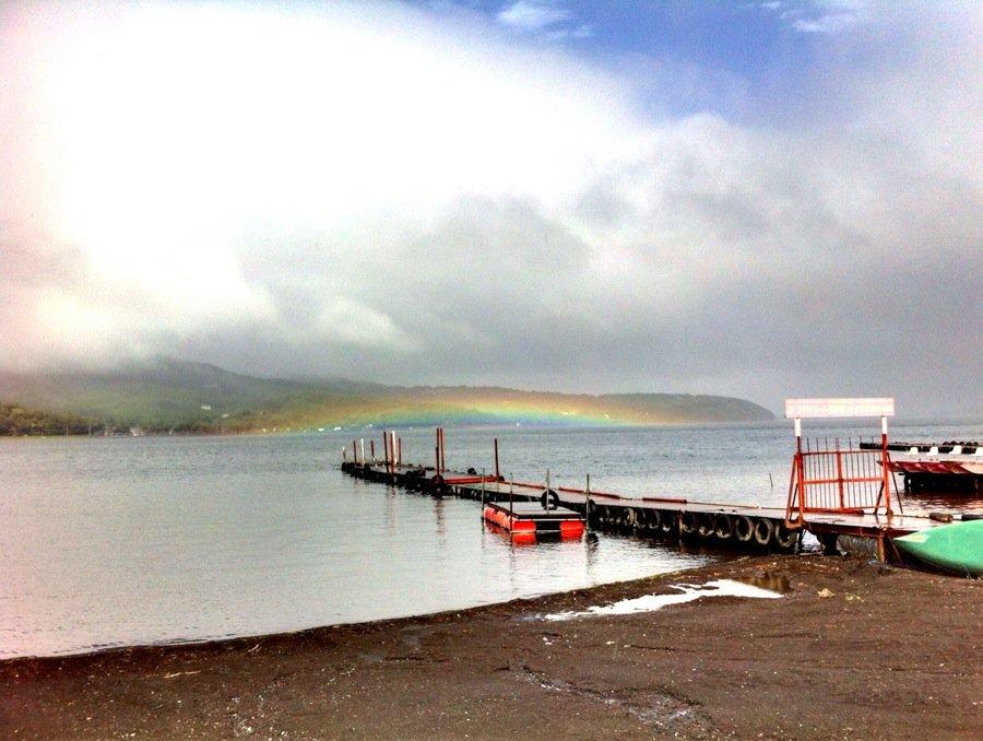 山中湖 平べったい虹がでてる!イマソラ山中湖 #mysky https://t.co/CfNfoHJYBV