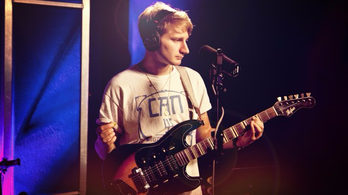 Watch @GlassAnimals Perform 'Life Itself' On @kcrw's Morning Becomes Eclectic https://t.co/W9hqA2YjxY