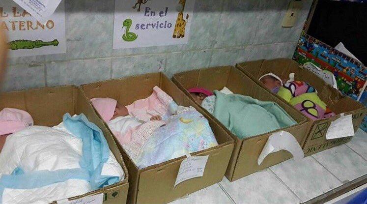 Niños recién nacidos en cajas de cartón en Hospital Domingo Guzmán.¿Esto es lo que merecemos en Anzoátegui? #RR2016 https://t.co/3eU1OUFRlY