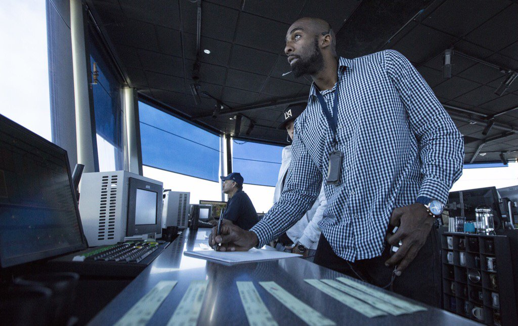 FAA is turning to social media to hire 1,400 new air traffic controllers