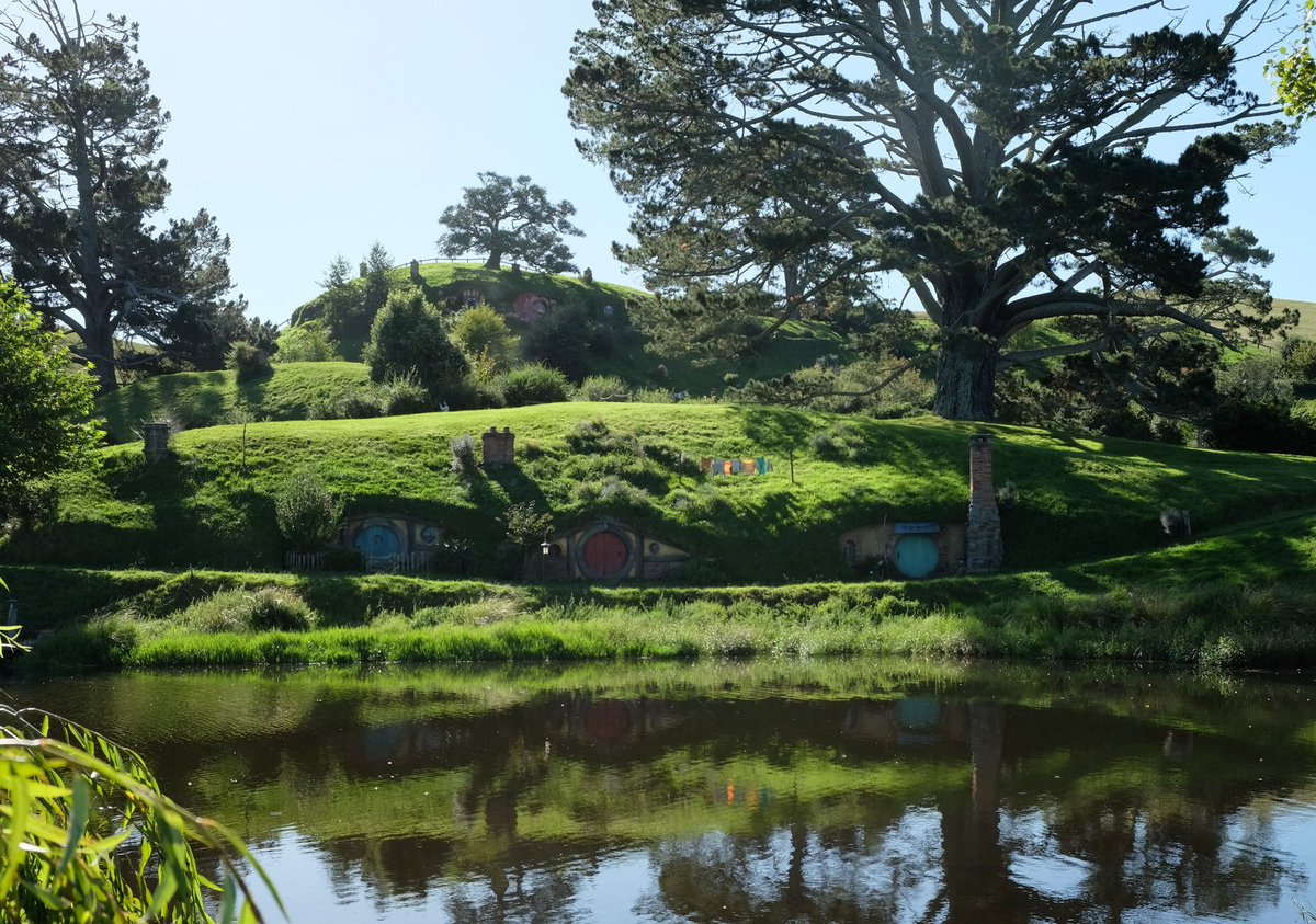 Less than 24 hrs. to #InternationalHobbitDay in #NewZealand. Special parties at Hobbiton Movie Set! @purenewzealand https://t.co/tC2BzDPCmR