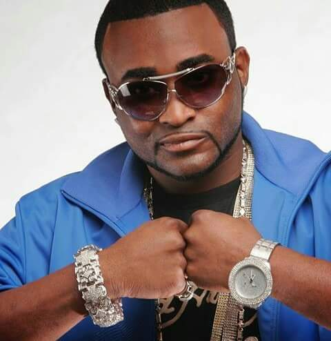 RIP to Shawty Lo. Dead after a car accident in Atlanta, leaving Blue Flame. He was 40. Survived by his 11 kids. https://t.co/0QLlqu5eOJ