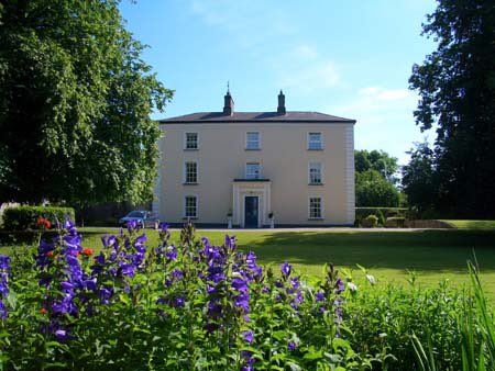 Honoured to have won the @IrelandGuide Country House of the Year 2017. #LongfordAbu #GCAwards https://t.co/W5yXmgsyqR