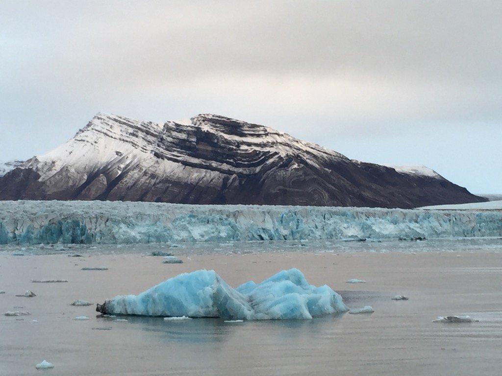 Kronebreen ved Ny Ålesund på Svalbard den 20.09.16. Breen mister 1 m høyde hvert år. @CICERO_klima https://t.co/iqmQ527BzX