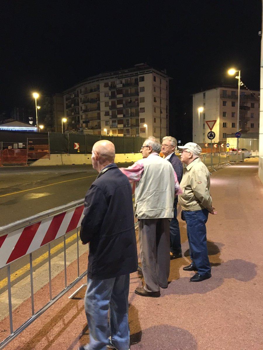 "RT @font02: Umarells in piena attività #tramviafi #cantieri #troppobelli https://t.co/F9uxJCynsU<a target=""_blank"" href=""https://t.co/F9uxJCynsU""><br><b>Vai a Twitter<b></a>"