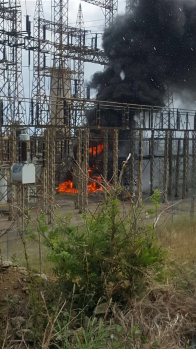 Este es el fuego en la Central Aguirre #ApagonPR https://t.co/OaMeqs3zUk