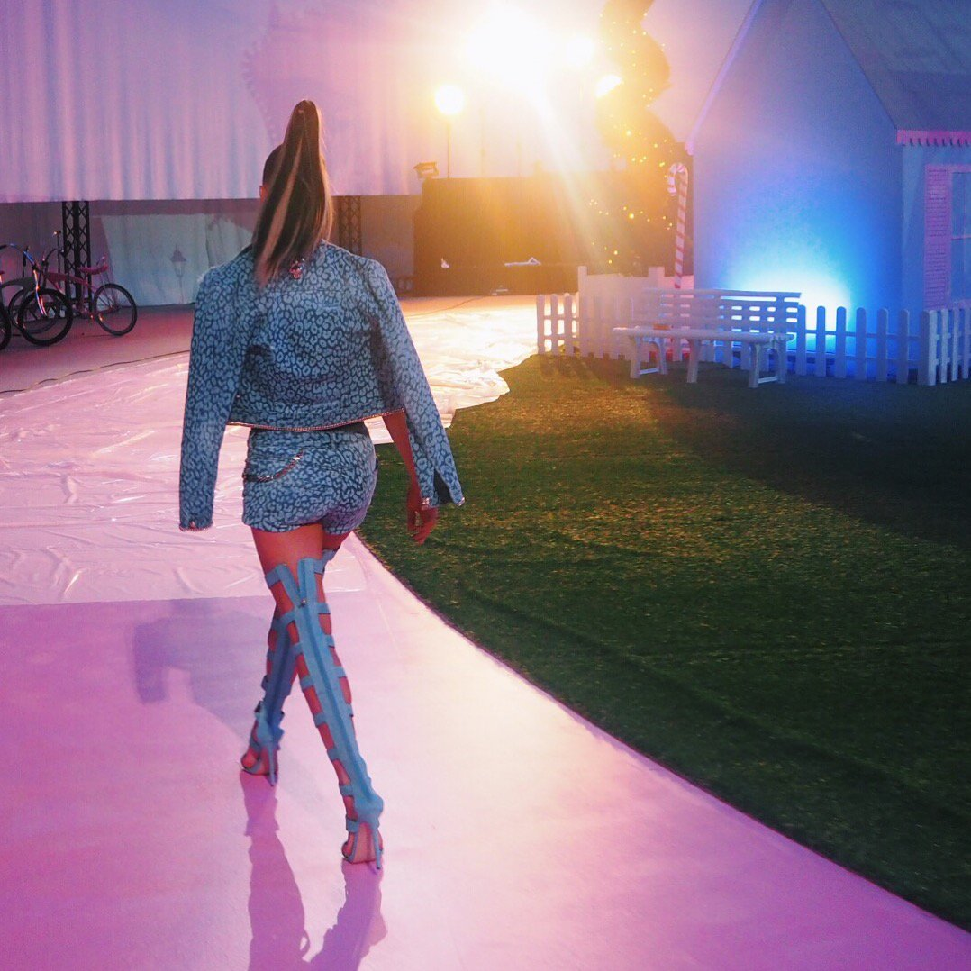 Walk with me into the #PhilippPlein SS17 runway show... https://t.co/1zGP0AD61r