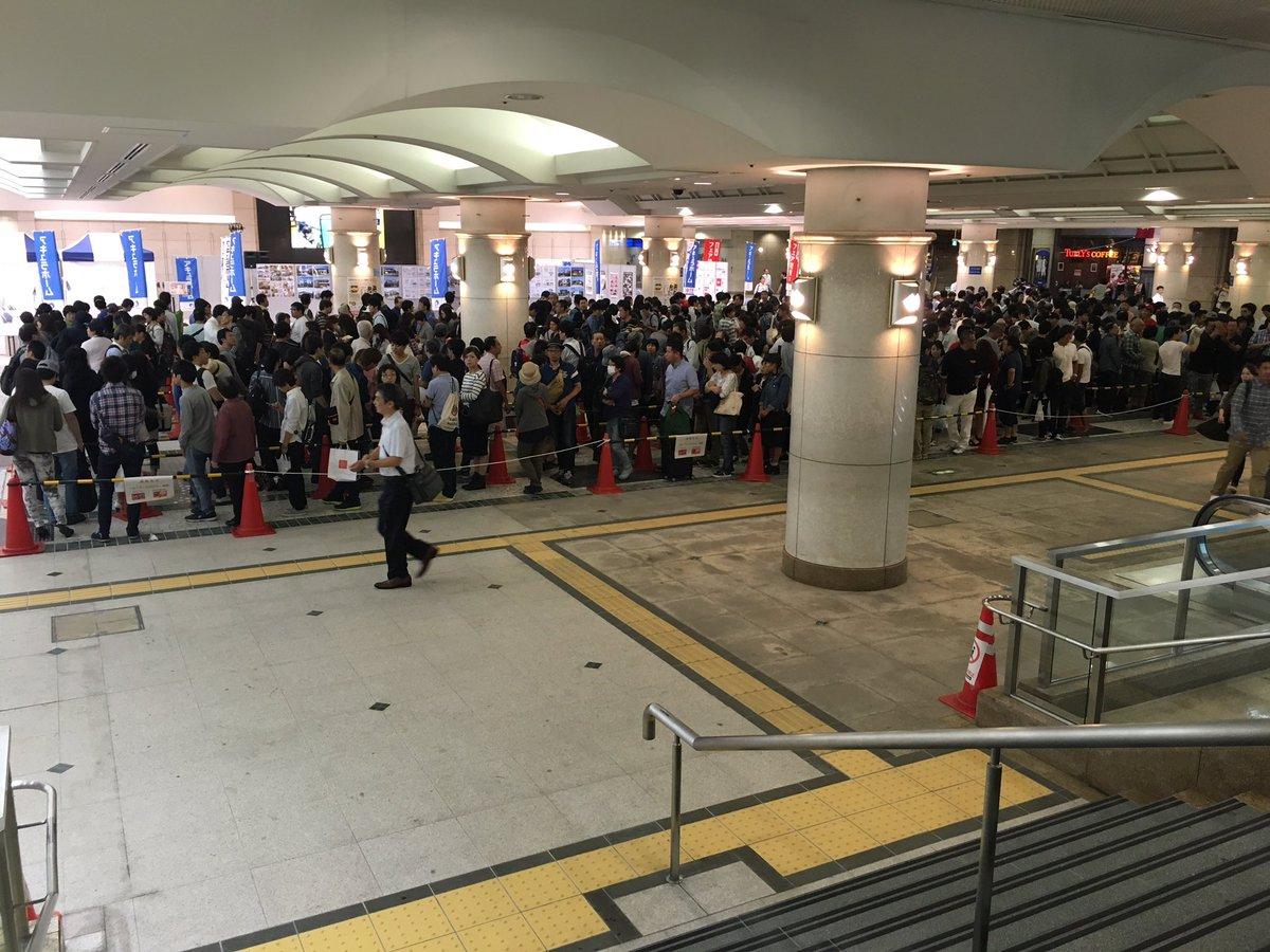 カープICOCAの列は新幹線乗る前に様子見てきたけど8:10現在でこんな感じでしたね。 https://t.co/ILhtFkEdO3