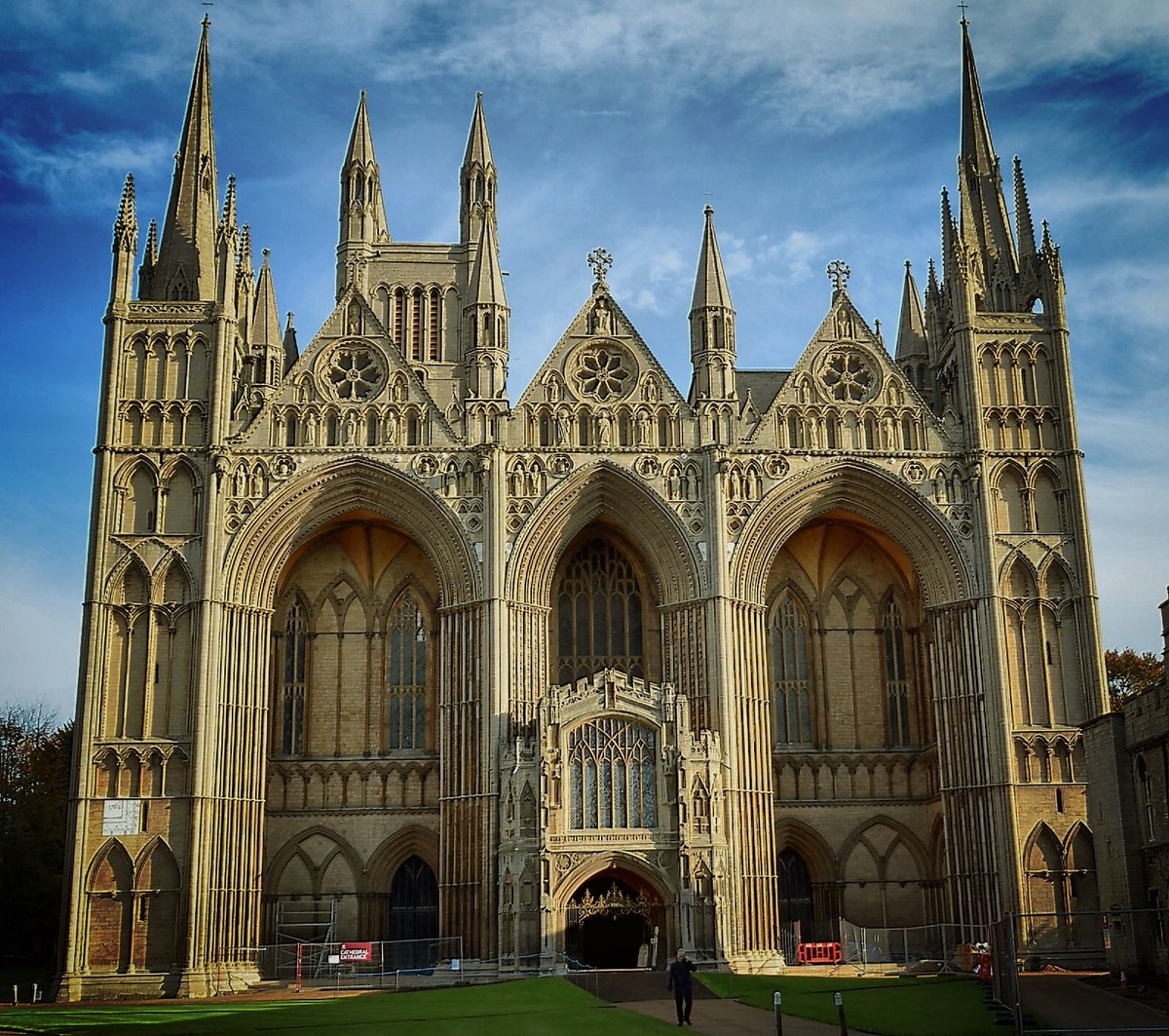 The West Front of Peterborough Cathedral, completed by 1230. 1230! Madness #tbt https://t.co/WNI3XhMOp4