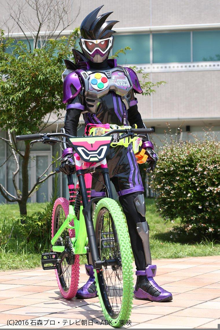 仮面ライダーエグゼイドのバイク、コンポはSRAMだな。 ブレーキはSRAM DB5 クランクはTruvativ Ruktion までは確認出来た。 https://t.co/yrNOymSyKj