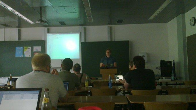 """Höre grade die """"with yield else"""" Session von @theuni auf der #pyunconf https://t.co/8KFmy1xfrw"""