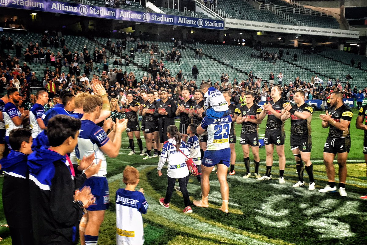 The last walk down the tunnel for Sam Perrett, with a guard of honour from both teams! #NRLFinals https://t.co/7YmnZsVBxL