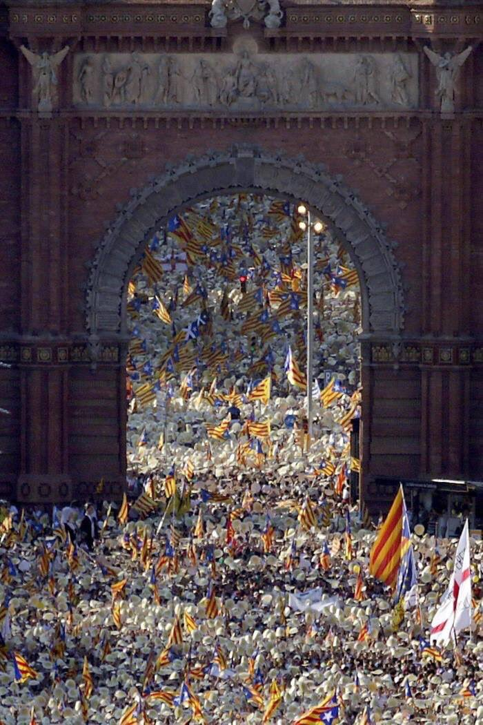 History is ours and is done by the people #11S #Diada #Catalonia https://t.co/bHKstMiPGP