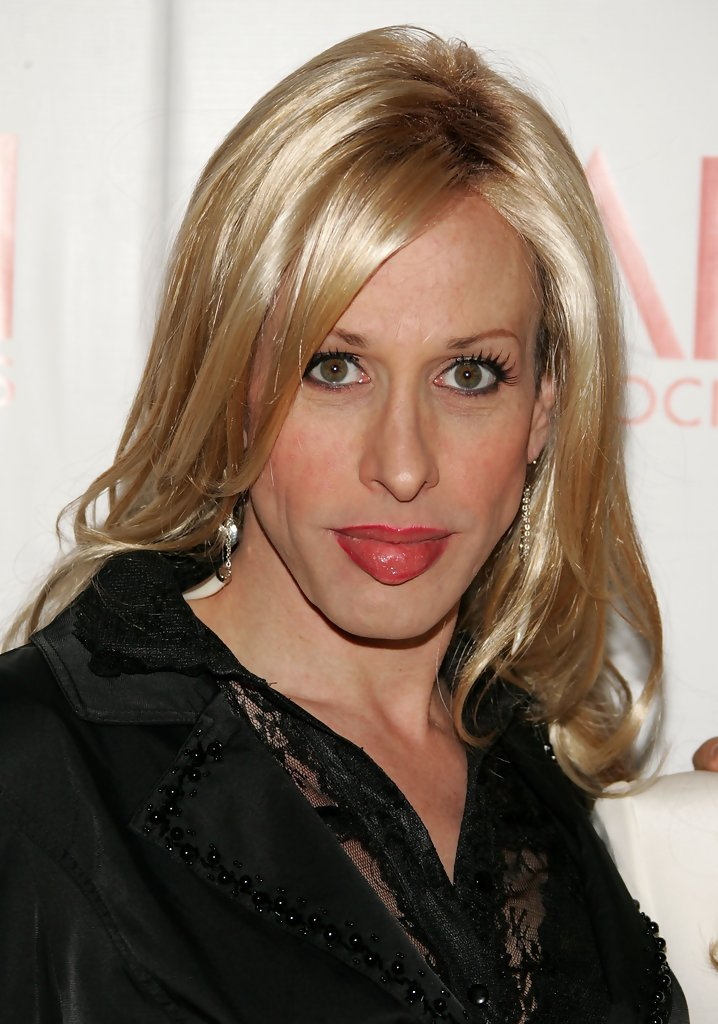 Bye, u beautiful creature. Too wonderful 4 this world it seems #AlexisArquette #tooyoungtogo https://t.co/xGG5136CfD https://t.co/qDd96Q6VSS