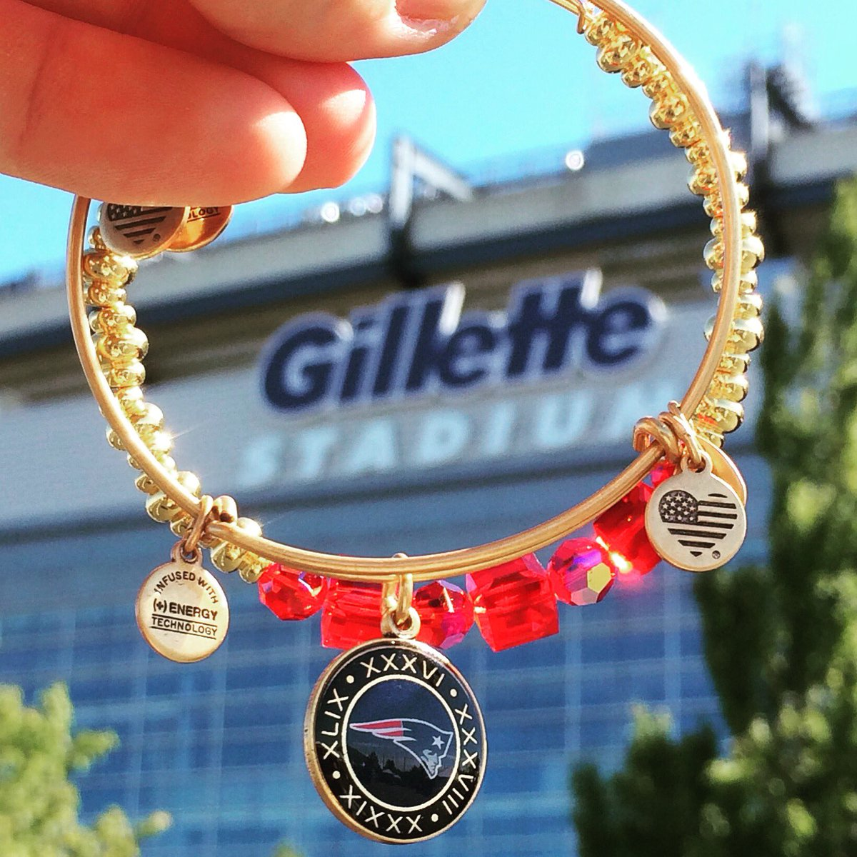 Follow us & RT by 11:59PM to enter-to-win this @alexandani @Patriots Super Bowl bangle! https://t.co/ocYvBeKZUm https://t.co/8czirG2E4m