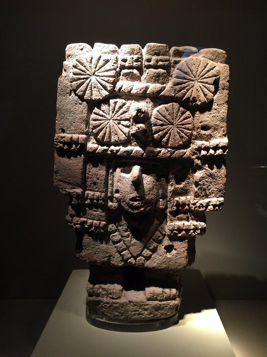 escultura de piedra de la cultura mexica representa a un deidad de los mantenimientos periodo. Black Bedroom Furniture Sets. Home Design Ideas