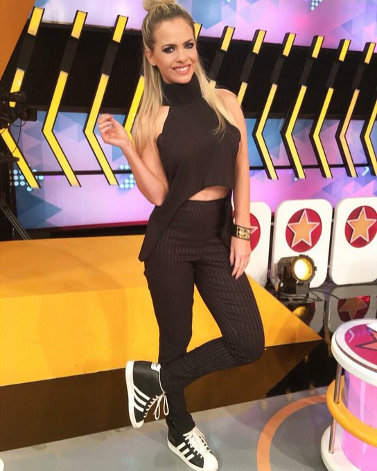 1 pic. #casualfriday @benditaok #topturtleneck @lulilom #saturdaymood #choker & #bracelets @las_lupes_accesorios
