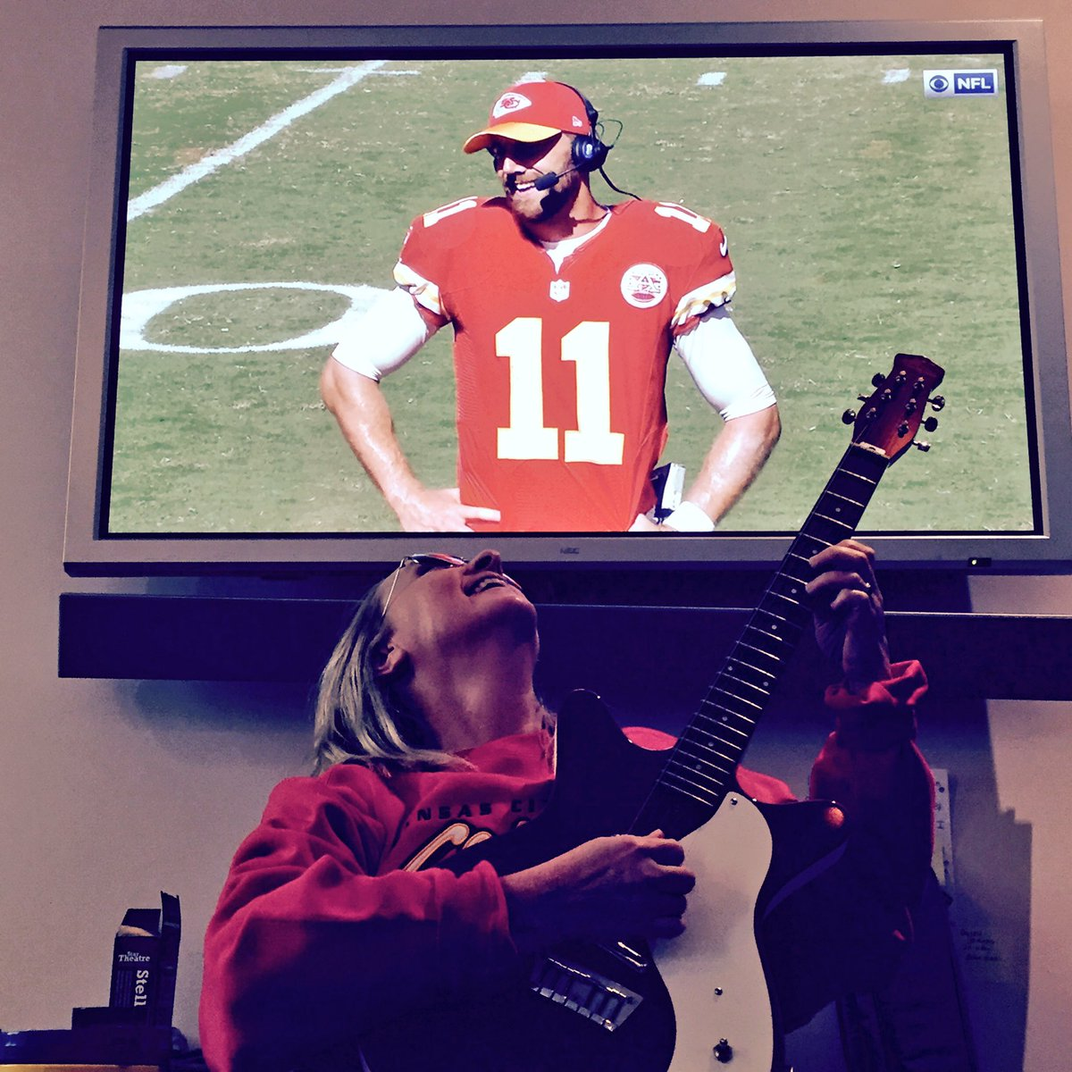 Might be the only man I want to write a love song to...#AlexSmith @Chiefs #ChiefsKingdom #Chiefs  #ArrowheadStadium https://t.co/lb9wsI9iXX