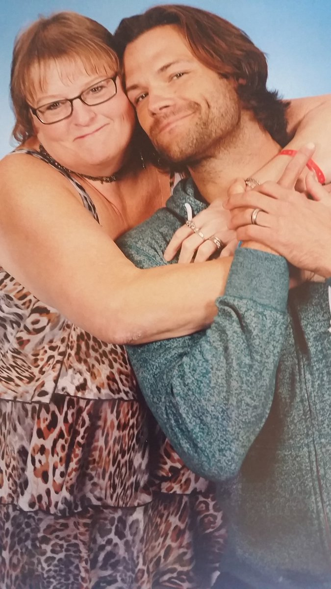 I totally in love this picture!   @jarpad is always giving us hugs, wanted to hug him in return. ❤❤ #chicon #spnchi https://t.co/xsyAAifNXY