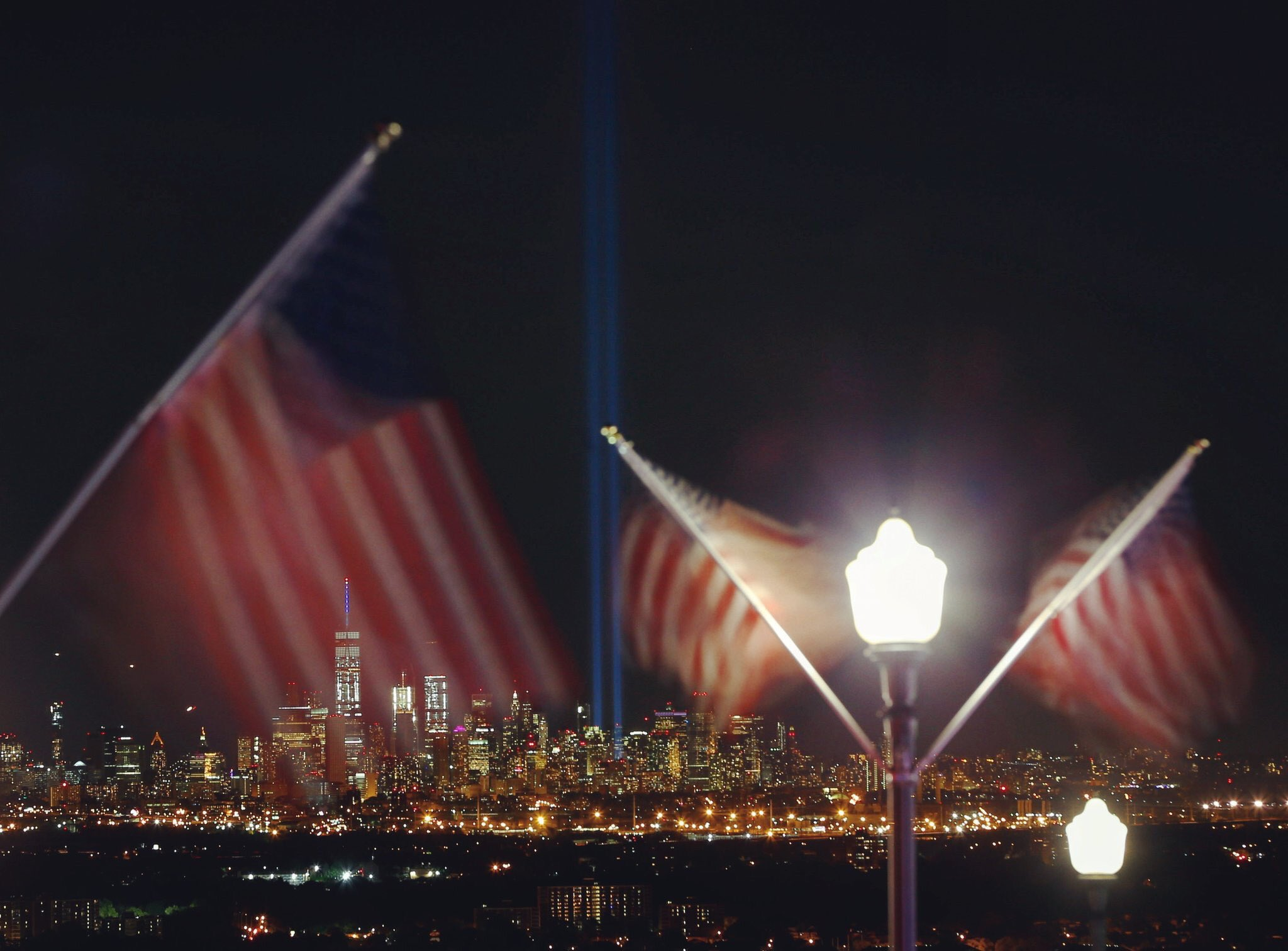 The #TributeInLight shines deep into the night sky to remember those lost. #NeverForget. ��: @GaryHershorn https://t.co/j9GIpq3Rng