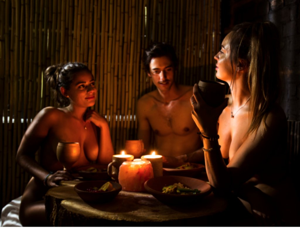 Nude And Food Naked Restaurants Are Now All The Rage Scoopnestcom