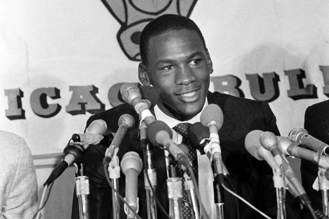 #OTD in @NBA history the @chicagobulls officially sign, Michael Jordan.