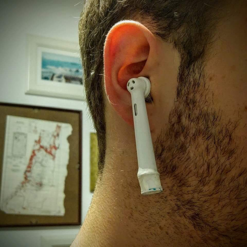 Want a taste of attention you'll get wearing Apple's new AirPods? Try @OralB's alternative ;) https://t.co/OMZjUtbR4A