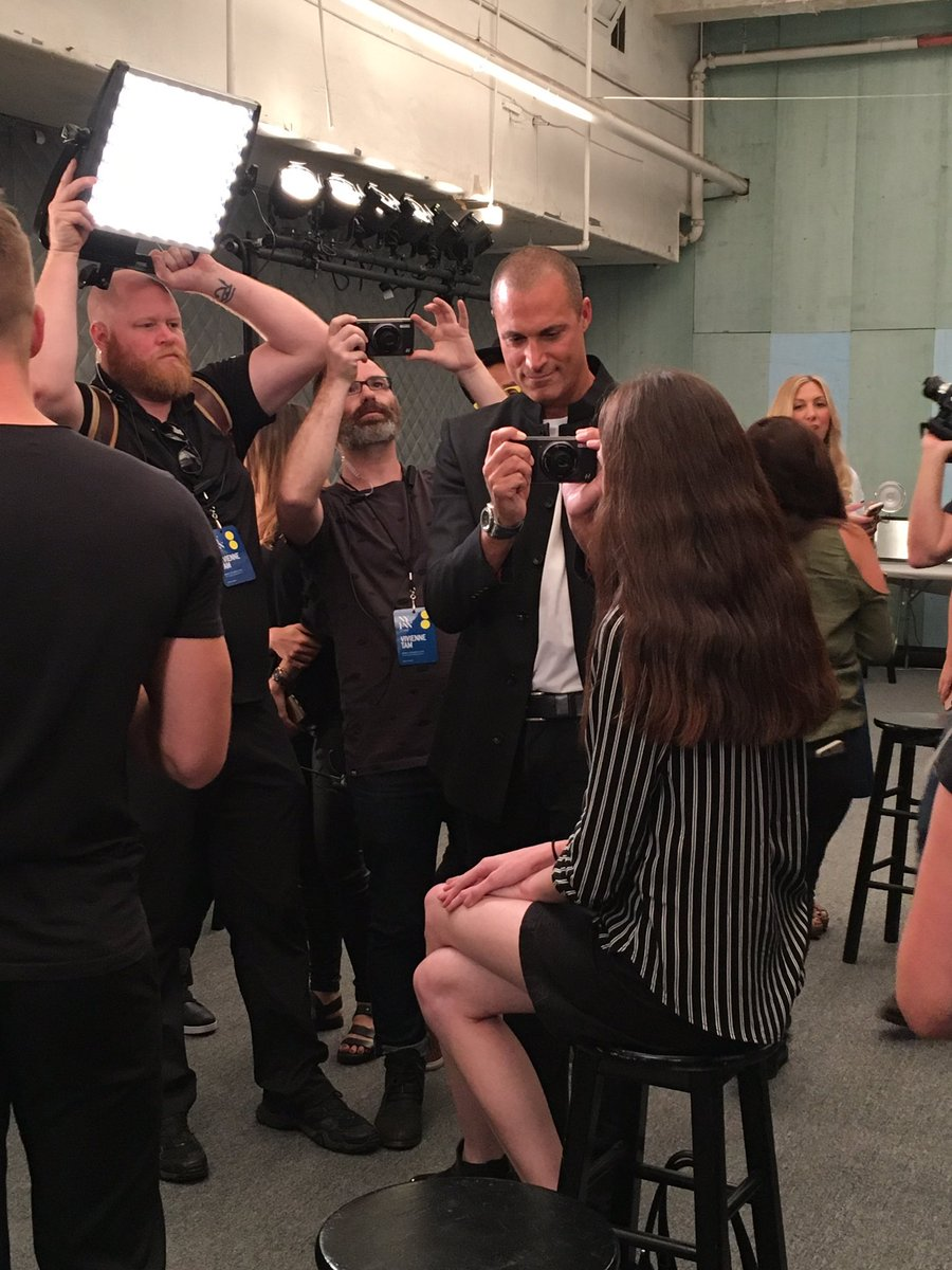Shooting #Backstage with @nigelbarker  at #viviennetam #ss17 #motomods #inasnap https://t.co/LaeAQ9EOvQ