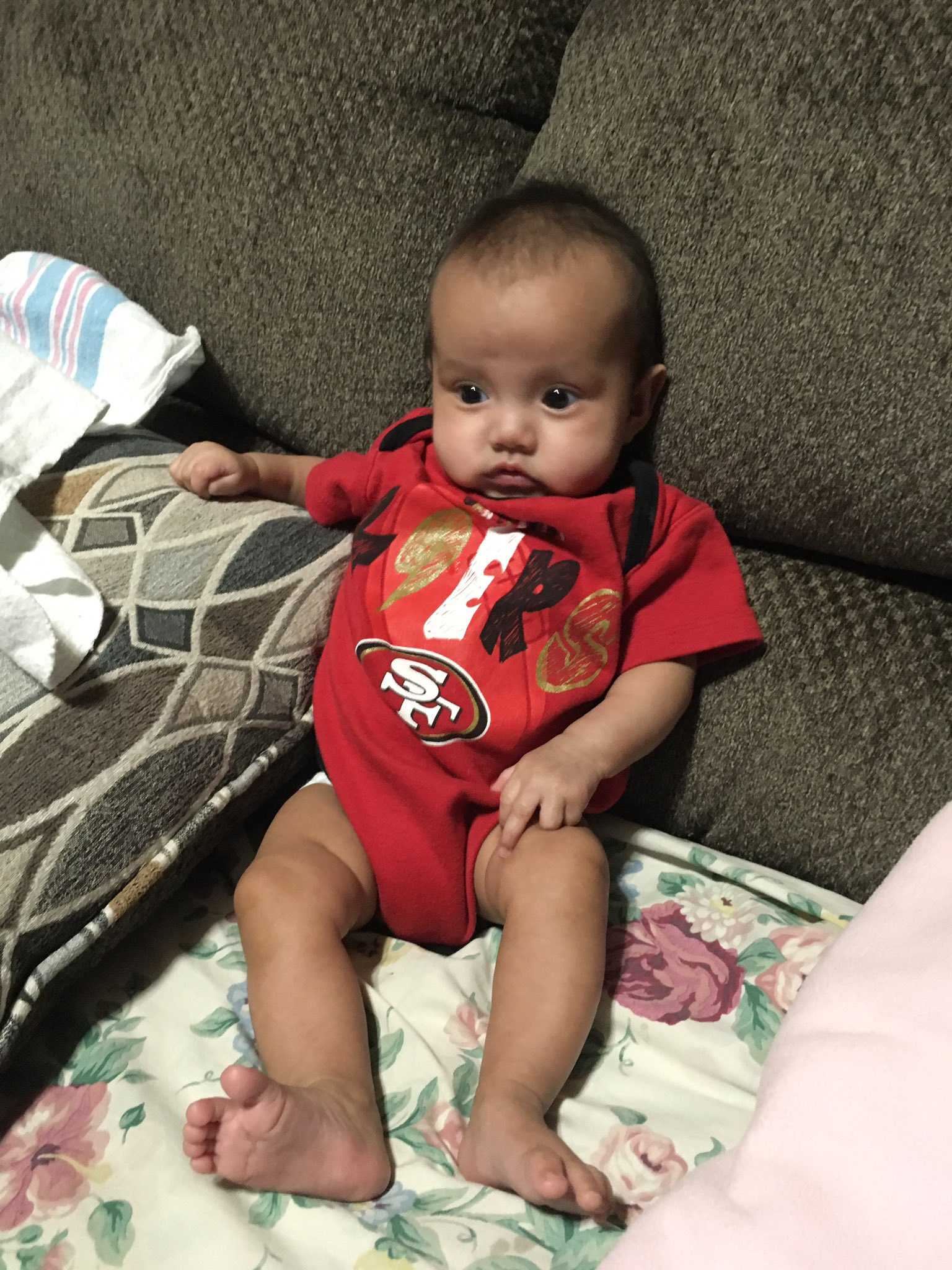 Lol my niece is patiently waiting for the @49ers game https://t.co/LiXUC3aygI