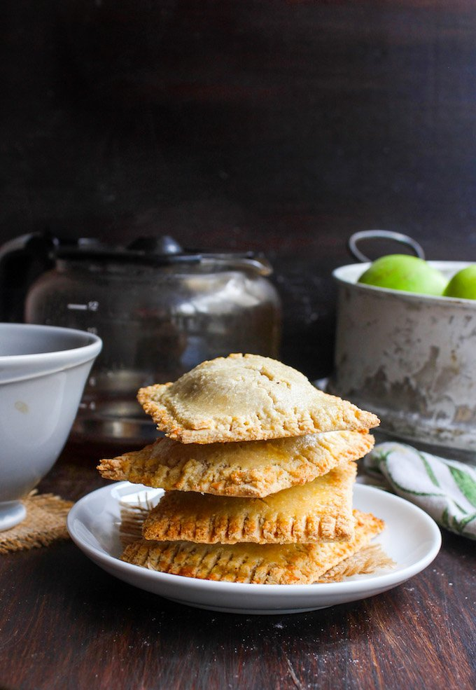 Arrancando el día con unas mini tartas de manzana con canela ❀❀❀ Vamos a por el café, ¿te preparamos uno? https://t.co/3JALDTBMHW