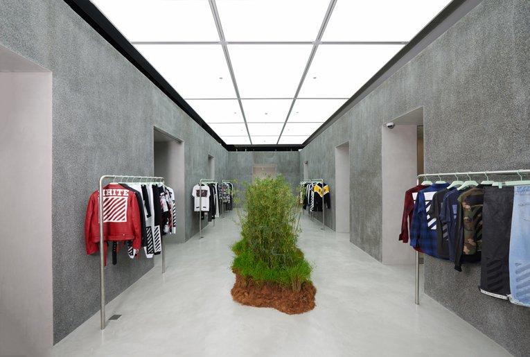 singapore: off-white store opening @OffWht @virgilabloh   https://t.co/dJ4CEbUc69 https://t.co/vAWXf6WkoZ