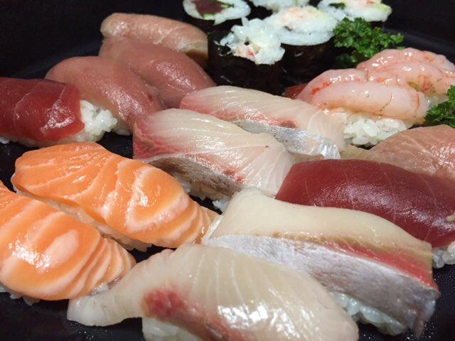 sushi!! https://t.co/4kZdhC9qiB