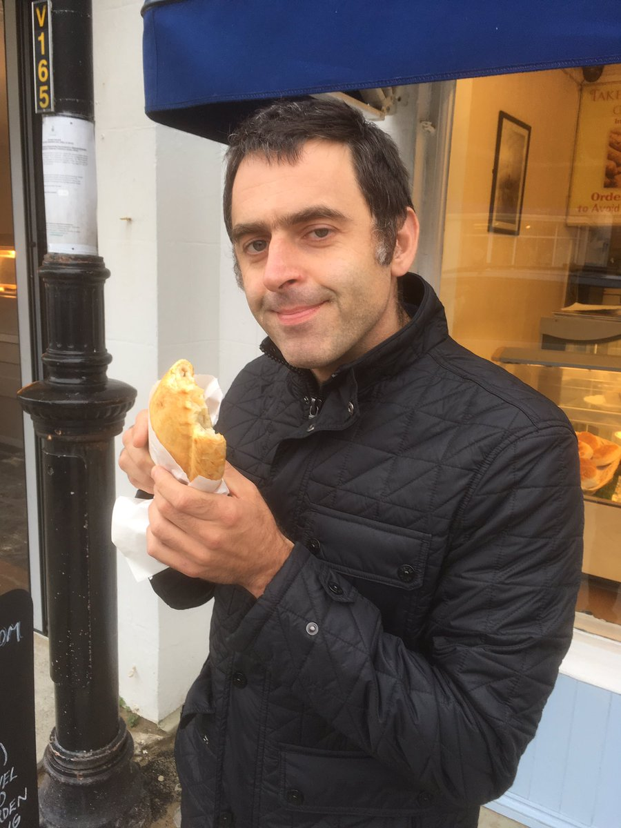 Didn't take me long to get him trained! @ronnieo147 #cornwall #pasty https://t.co/iQWqfzkUlF