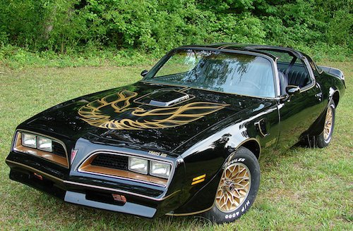 From design to HP, here's what made the '77 Pontiac Firebird Trans Am a cult classic. https://t.co/h69nyYaheL https://t.co/UHVT6idZUM